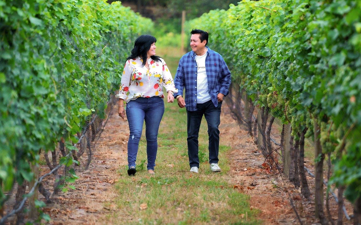 http://spatulamedia.ca/wp-content/uploads/2019/05/Robert-and-Bernice-Louie-in-vineyard.jpg