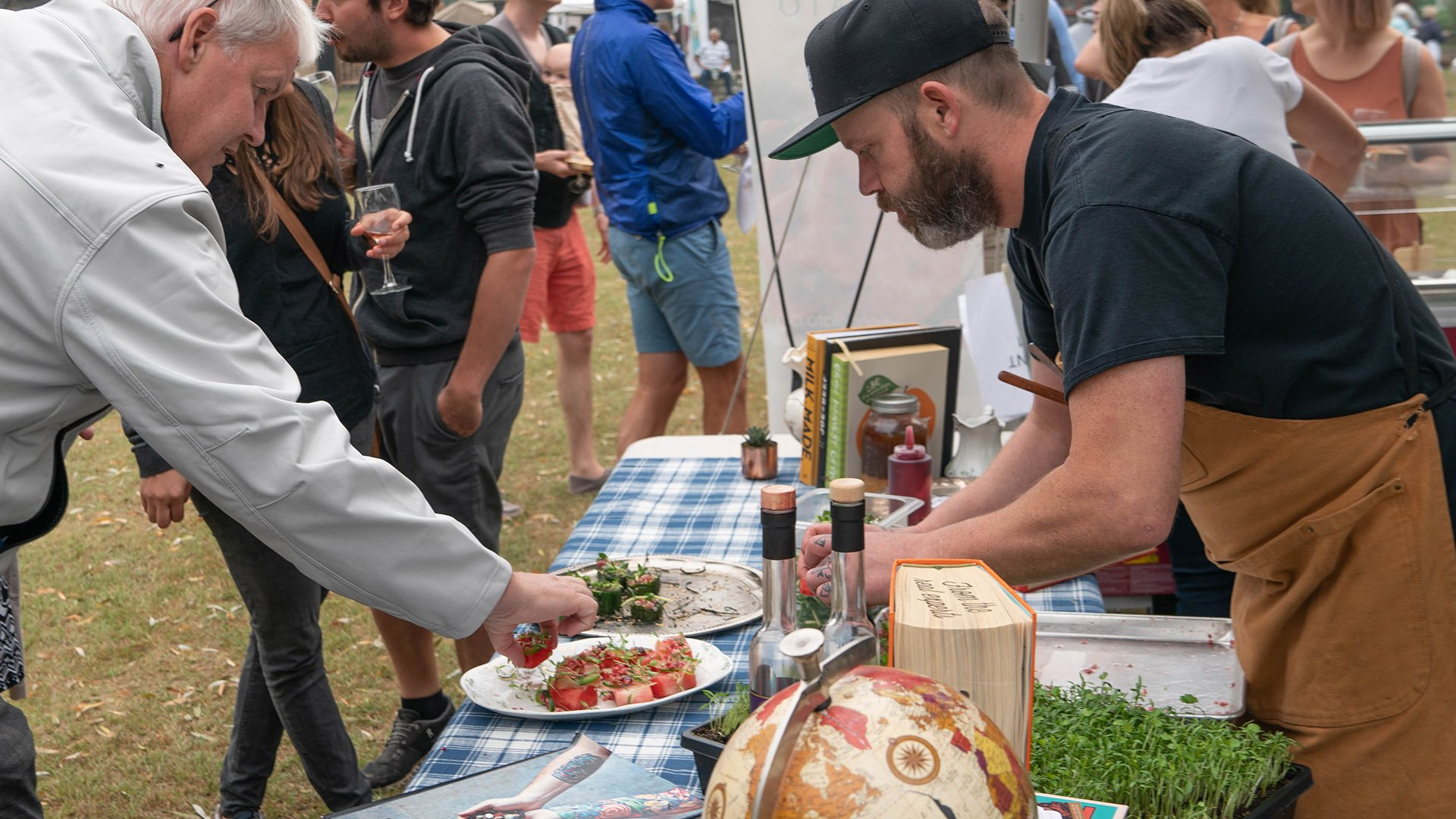 http://spatulamedia.ca/wp-content/uploads/2019/05/chef-james-at-feast-of-fields.jpg