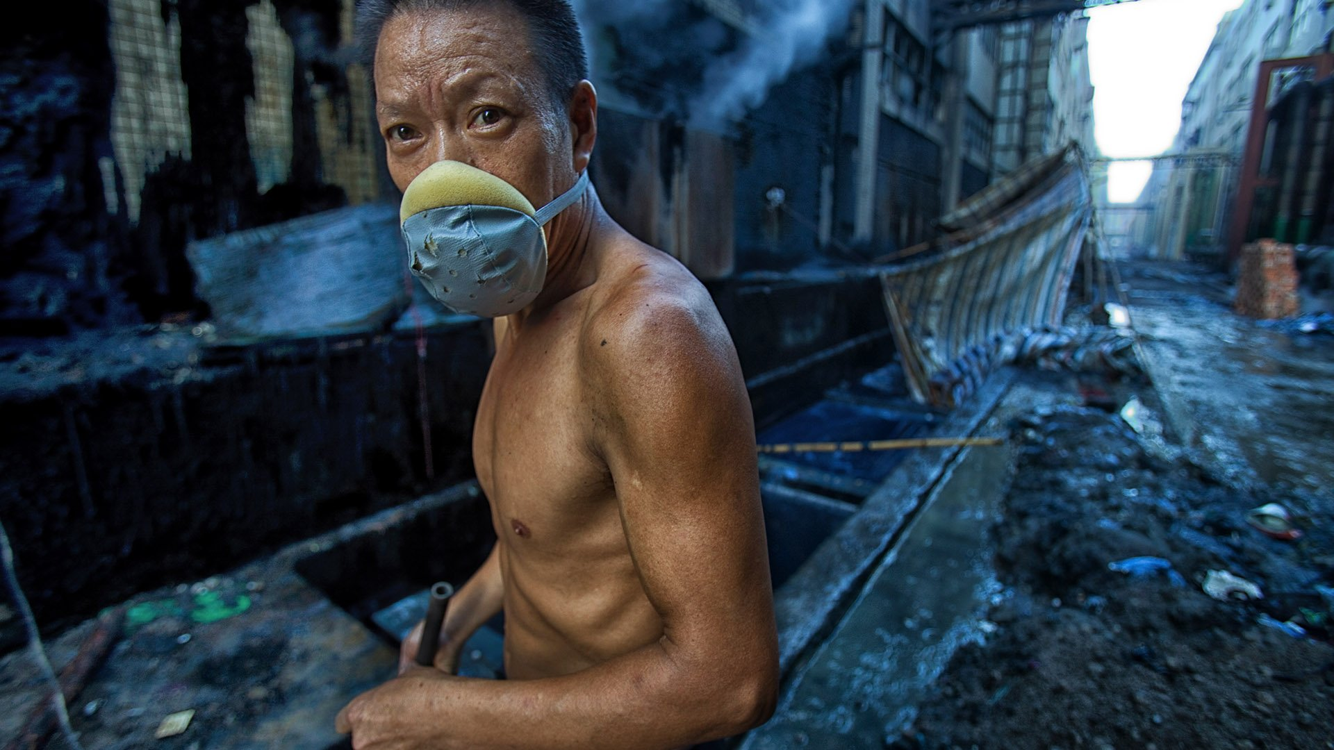 http://spatulamedia.ca/wp-content/uploads/2019/05/china-worker.jpg