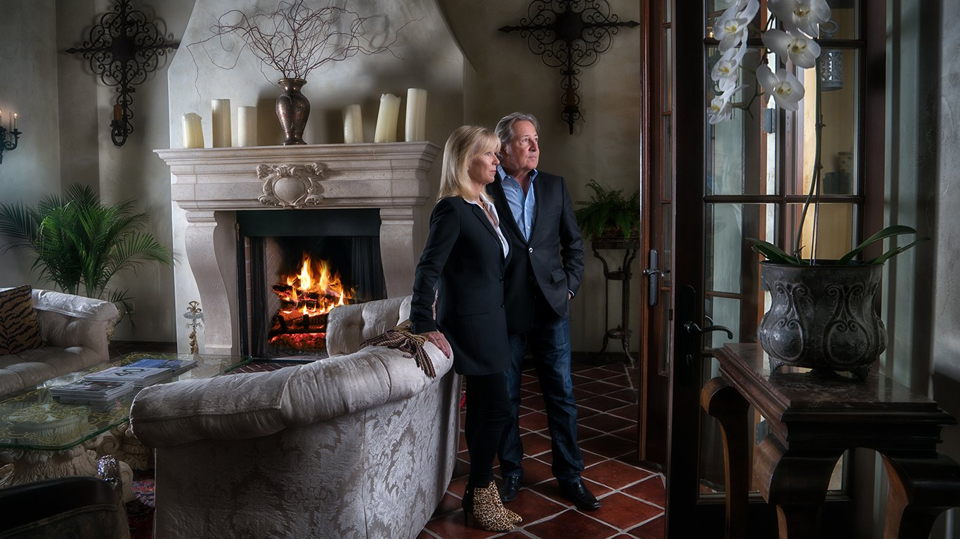 http://spatulamedia.ca/wp-content/uploads/2019/05/dawn-and-doug-owners-of-mirabel-vineyards.jpg