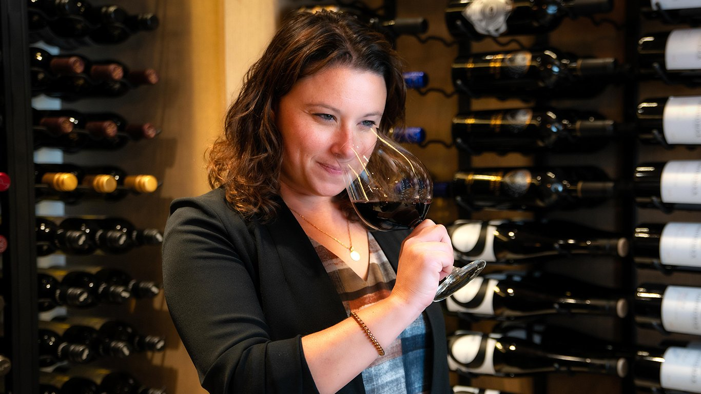 http://spatulamedia.ca/wp-content/uploads/2019/05/theresa-in-oak-and-cru-wineroom.jpg