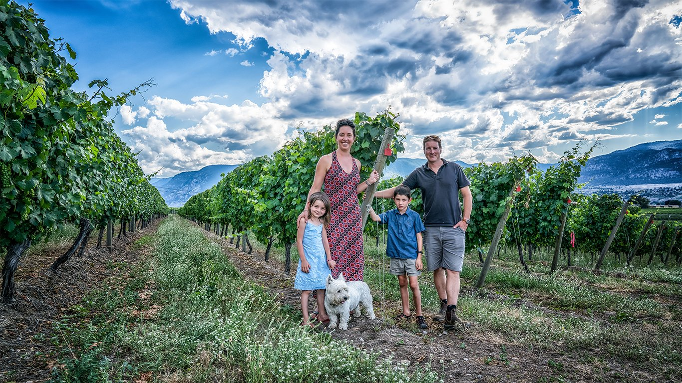 https://spatulamedia.ca/wp-content/uploads/2019/05/roche-family-in-the-vines.jpg