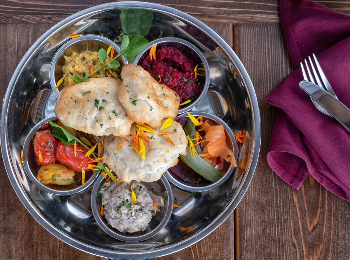 https://spatulamedia.ca/wp-content/uploads/2019/05/vegetarian-platter-web-ready.jpg